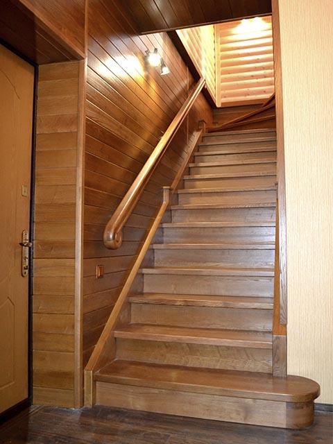 Дубовые лестницы под заказ