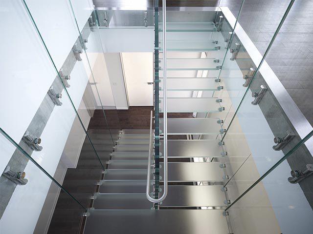 Фото стеклянных лестниц