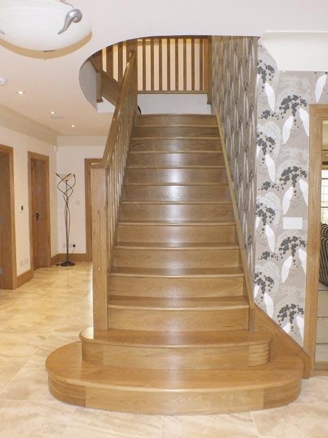 Готовые лестницы из дуба и ясеня