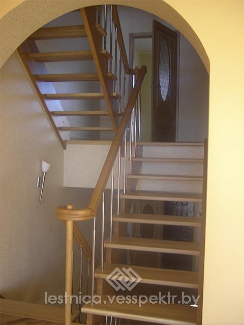 Комбинированная лестница на третий этаж