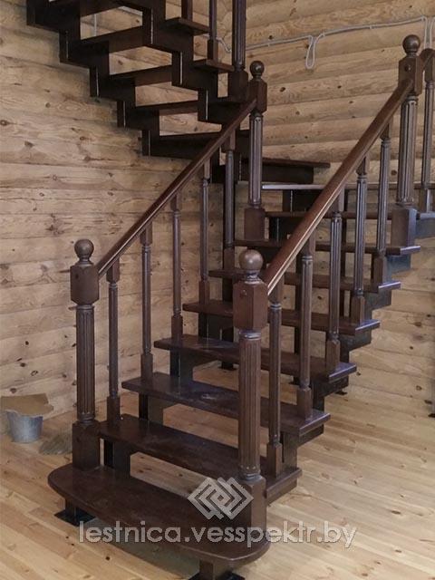 Комбинированная лестница в деревянном доме