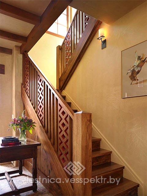 Комбинированная лестница в интерьере дома