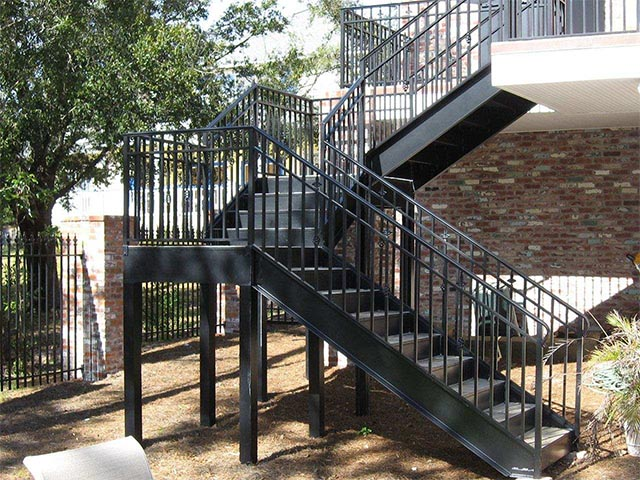 Лестница из металла на второй этаж
