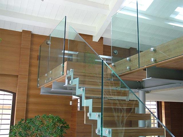 Лестницы из стекла в Беларуси