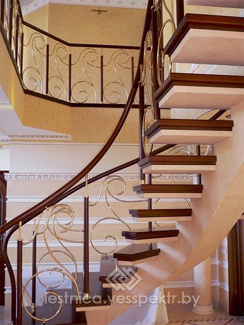 Лестница на бетонном косоуре с элементами ковки