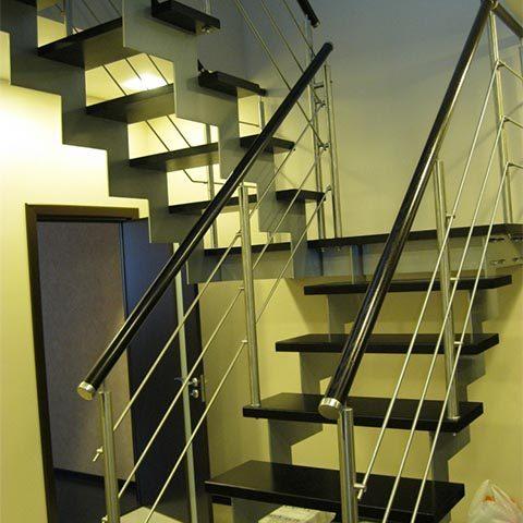 Лестница на косоурах фото