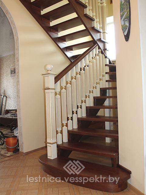Лестница на косоуре на второй этаж