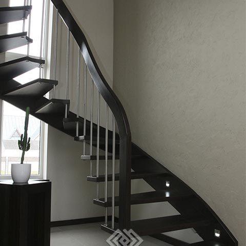 Лестница на второй этаж на больцах