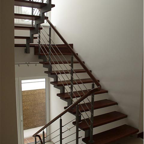 Лестница на второй этаж на косоуре