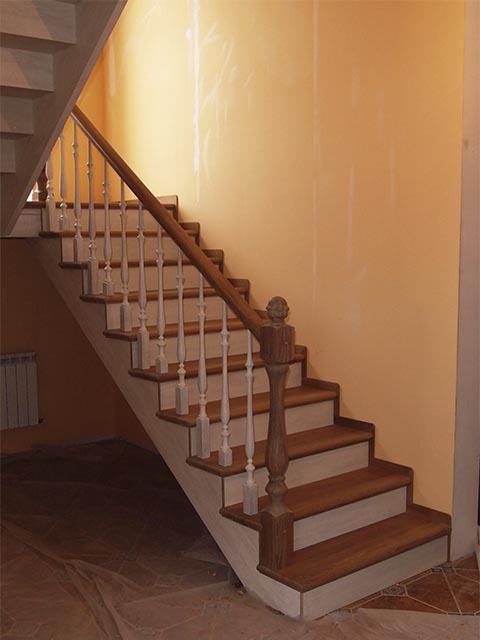 Лестницы из массива дуба на заказ