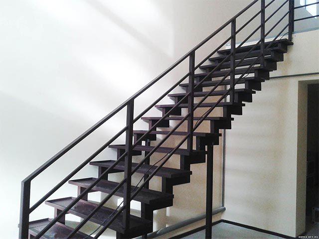 Металлические лестницы в дом фото