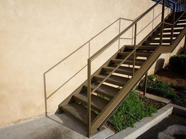 Монтаж металлической лестницы в Беларуси