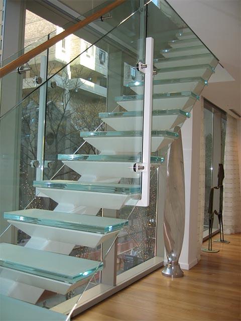 Производство стеклянных лестниц