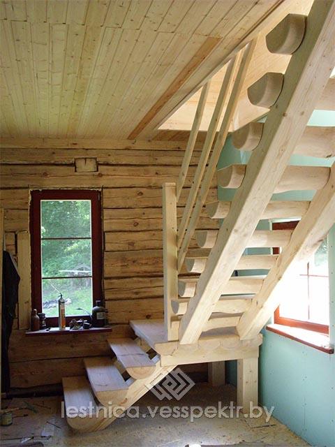 Простая лестница на дачу на прямом косоуре