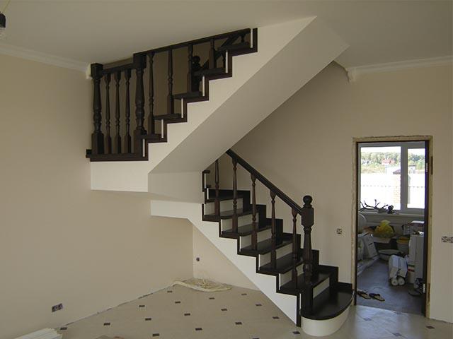 Рассчитать купить монолитную лестницу