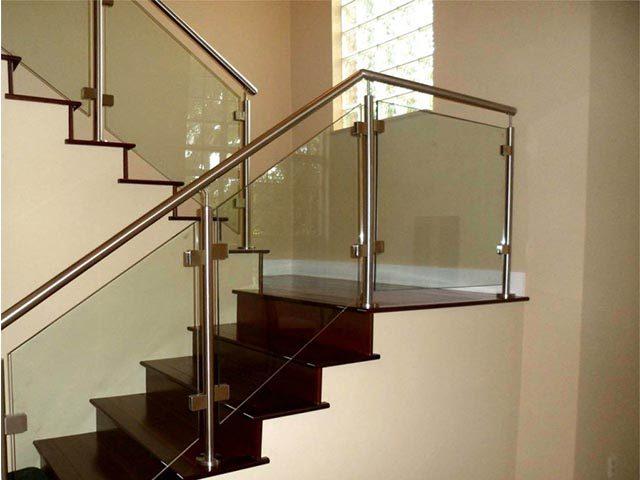 Рассчитать стеклянную лестницу
