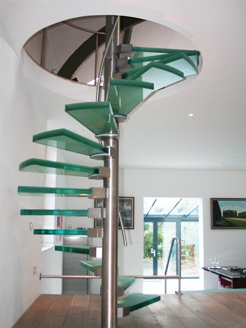 Стеклянная лестница купить