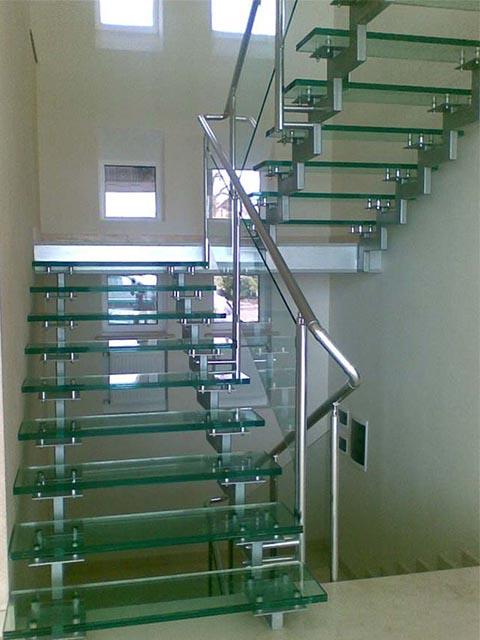 Стеклянные лестницы заказать цена