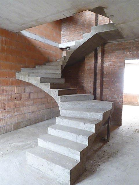 Стоимость монолитной лестницы