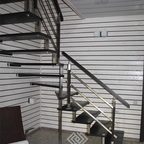 Заказать лестницу на больцах на второй этаж