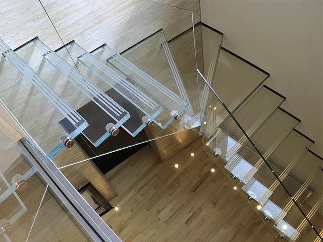 Заказать стеклянную лестницу