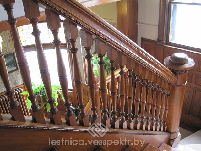 Монтаж деревянных перил и балясин